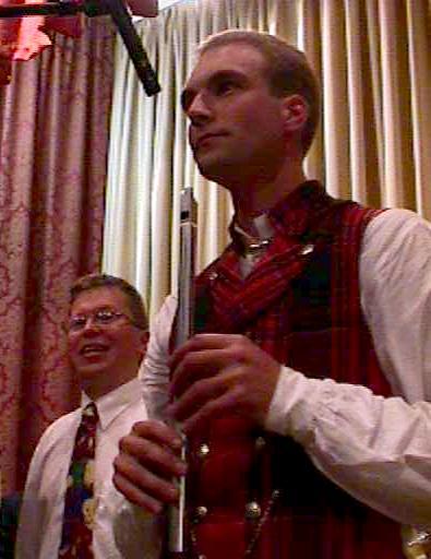Sinclair selv spilte fløyte, som vanlig