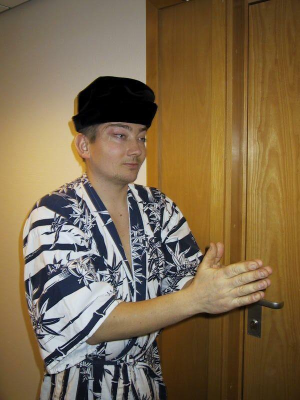 En japaner dukker opp