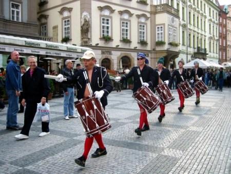 SAKMIL i gamlebyen i Praha (2002)